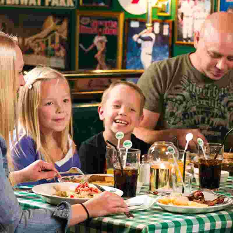 family eating in o'learys squ.jpg