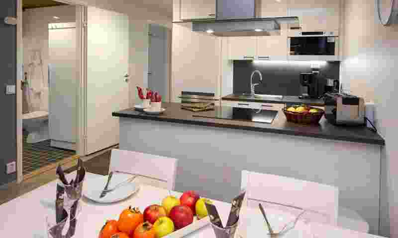 himos-villas-kitchen-hor.jpg